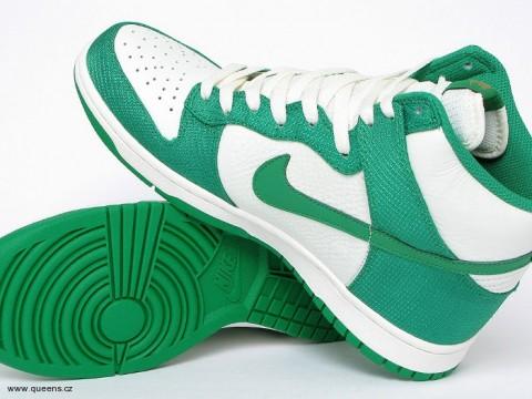 Jarní kolekce oblečení a sneakers Nike konečně dorazila i k nám! Queens.cz 51fce5db3d