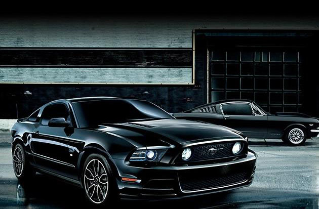 2014 Ford Mustang V8 GT Coupe / The Black Edition