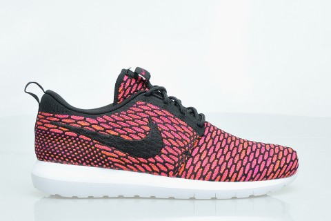 Nike Roshe Run NM Flyknit - Colorway Black/Pink