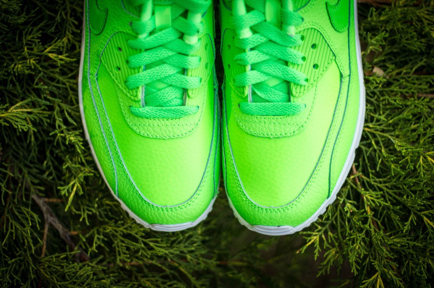 SneakerNews: Nike Air Max 90 Leather Voltage Green (724821–300)