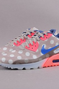 http://www.queens.cz/wear/49057/2/nike-air-max-90-ice-city-qs/